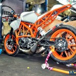 customised-modified-yamaha-rd-350-ktm-duke-390-flying-sikh (17)