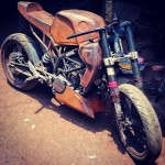 customised-modified-yamaha-rd-350-ktm-duke-390-flying-sikh (3)