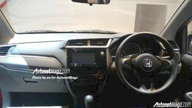 honda-br-v-leaked-dashboard-interior-inside