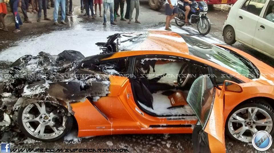 Lamborghini Gallardo Catches Fire In Delhi 002 Bharathautos