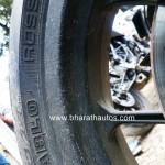 mahindra-mojo-pirelli-diablo-rosso-tyre