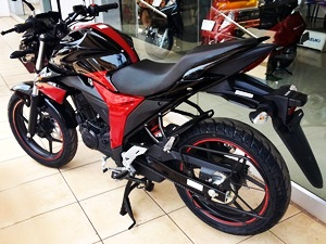 2015-suzuki-gixxer-in-candy-antares-red-glass-sparkle-black