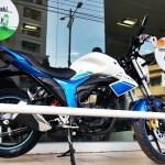 2015-suzuki-gixxer-metallic-triton-blue-pearl-mirage-white-011