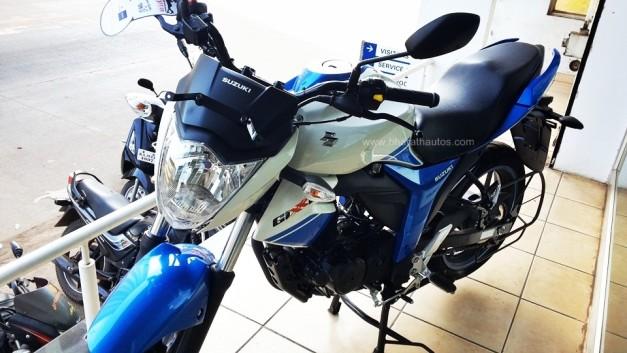 2015-suzuki-gixxer-metallic-triton-blue-pearl-mirage-white-front