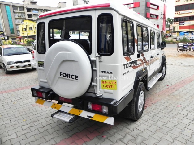 2015-force-trax-toofan-deluxe-air-conditioned-rear