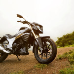 mahindra-mojo-300-side-three-quarter