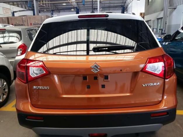 2016-suzuki-vitara-orange-rear-spied-in-india