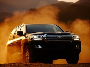 2016-toyota-land-cruiser-200-facelift-launched-in-india