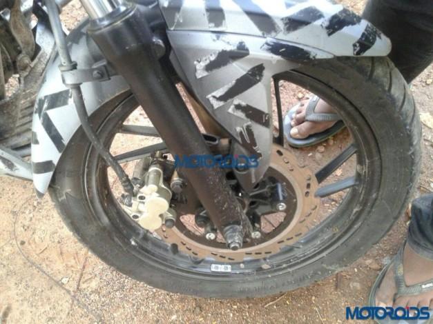 2016-tvs-apache-rtr-200-alloy-wheel-petal-disc-brake