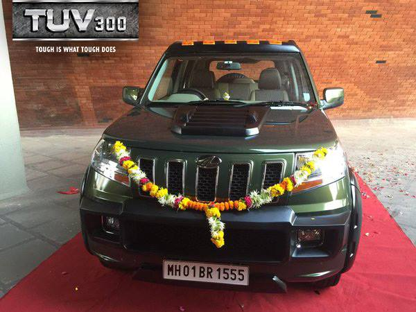 anand-mahindra-heavily-customized-mahindra-tuv300-front-view