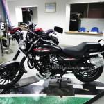 bajaj-avenger-street-220-all-black-theme