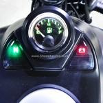 bajaj-avenger-street-220-analogue-fuel-indicator