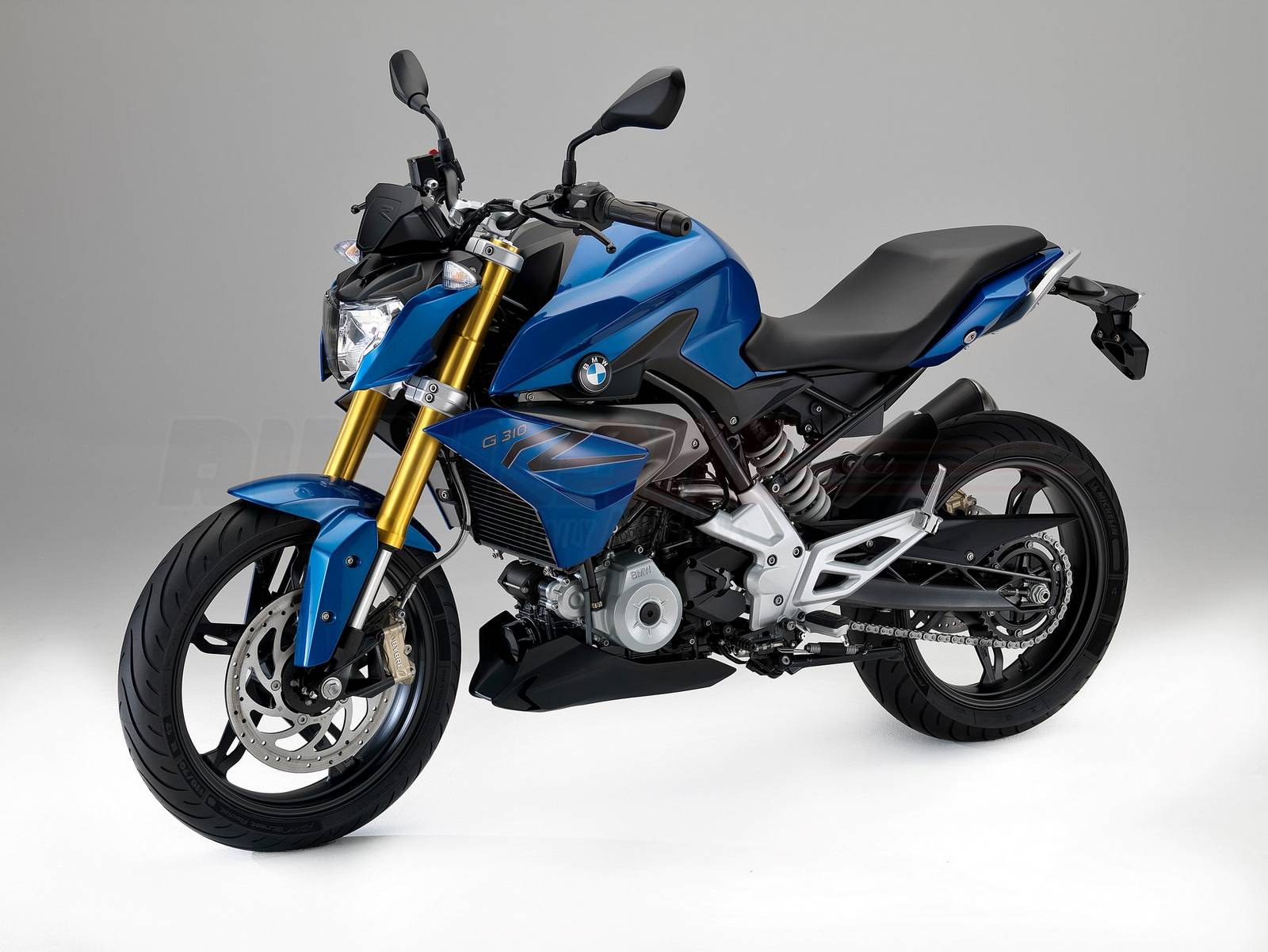 tvs bmw lovechild the g310r breaks cover bajaj ktm. Black Bedroom Furniture Sets. Home Design Ideas