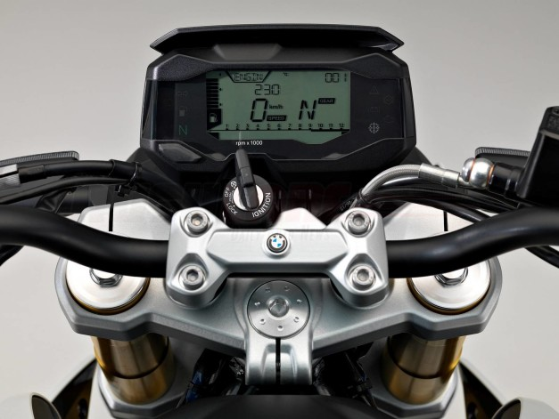 bmw-tvs-k03-india-bmw-g310r-instrument-console