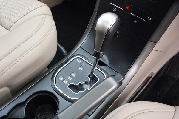 mahindra-xuv500-automatic-gearbox-transmission-knob