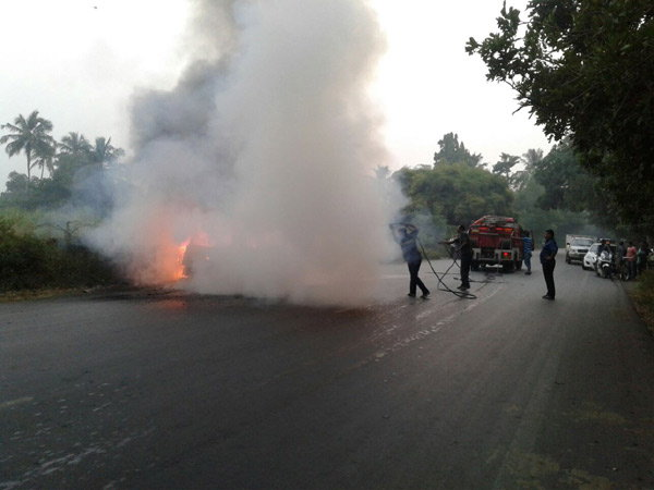 maruti-celerio-diesel-burnt-into-ashes-surat-highway-owner-dead