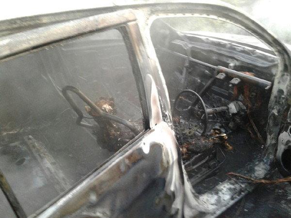 maruti-celerio-diesel-gutted-charred-surat-highway-owner-dead