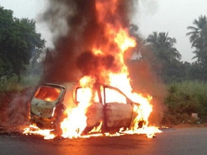 maruti-celerio-diesel-motion-car-catch-fire-driver-honking-video