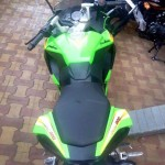 mumbai-dealership-monster-green-bajaj-pulsar-rs200-003