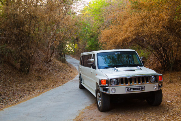 hummer-like-stretched-mahindra-scorpio-limousines