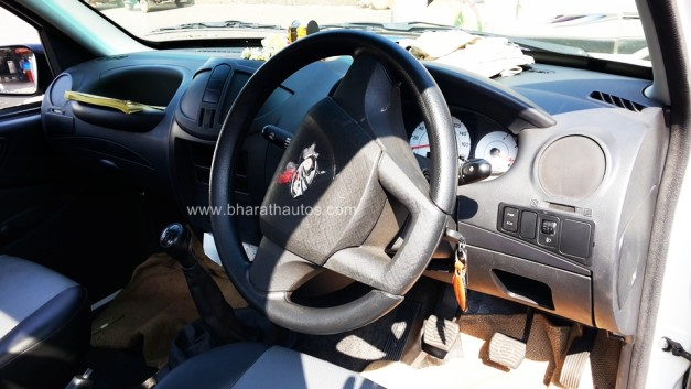 mahindra-imperio-pick-up-interior-inside