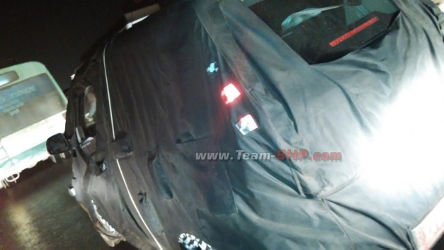 mahindra-reva-e2o-4-door-version-side-spied