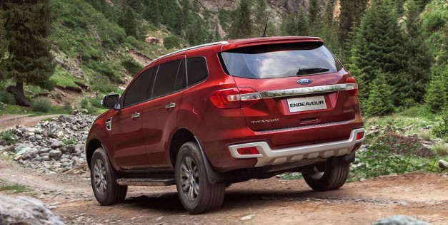 new-2016-ford-endeavour-rear-view-india
