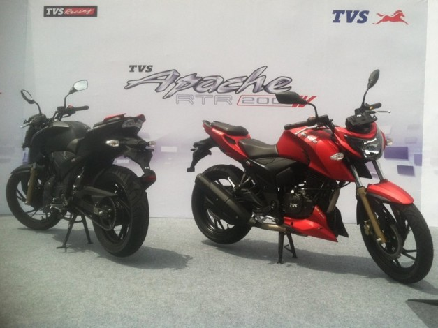 tvs-apache-rtr-200-4v-fi-front-and-rear