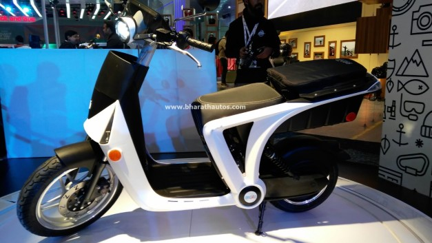 all-electric-mahindra-genze-2-0-scooter-two-wheel-pictures-photos-images-snaps-2016-auto-expo-side