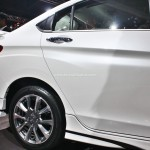 honda-city-black-interior-sports-kit-accessories-pictures-photos-images-snaps-2016-auto-expo-side-skirts