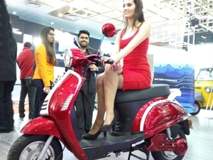 lohia-auto-lithium-ion-battery-operated-electric-two-three-wheelers-2016-auto-expo