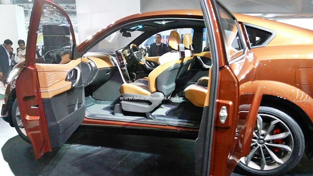 mahindra-xuv-aero-concept-pictures-photos-images-snaps-2016-auto-expo-dashboard-interior-cabin-inside
