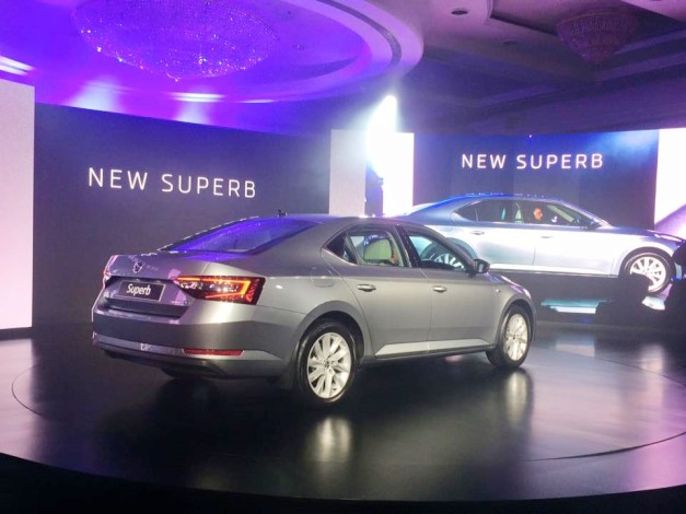new-2016-skoda-superb-rear-india-pictures-photos-images-snaps