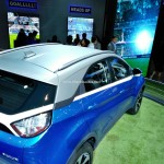tata-nexon-compact-suv-pictures-photos-images-snaps-2016-auto-expo-contrast-roof