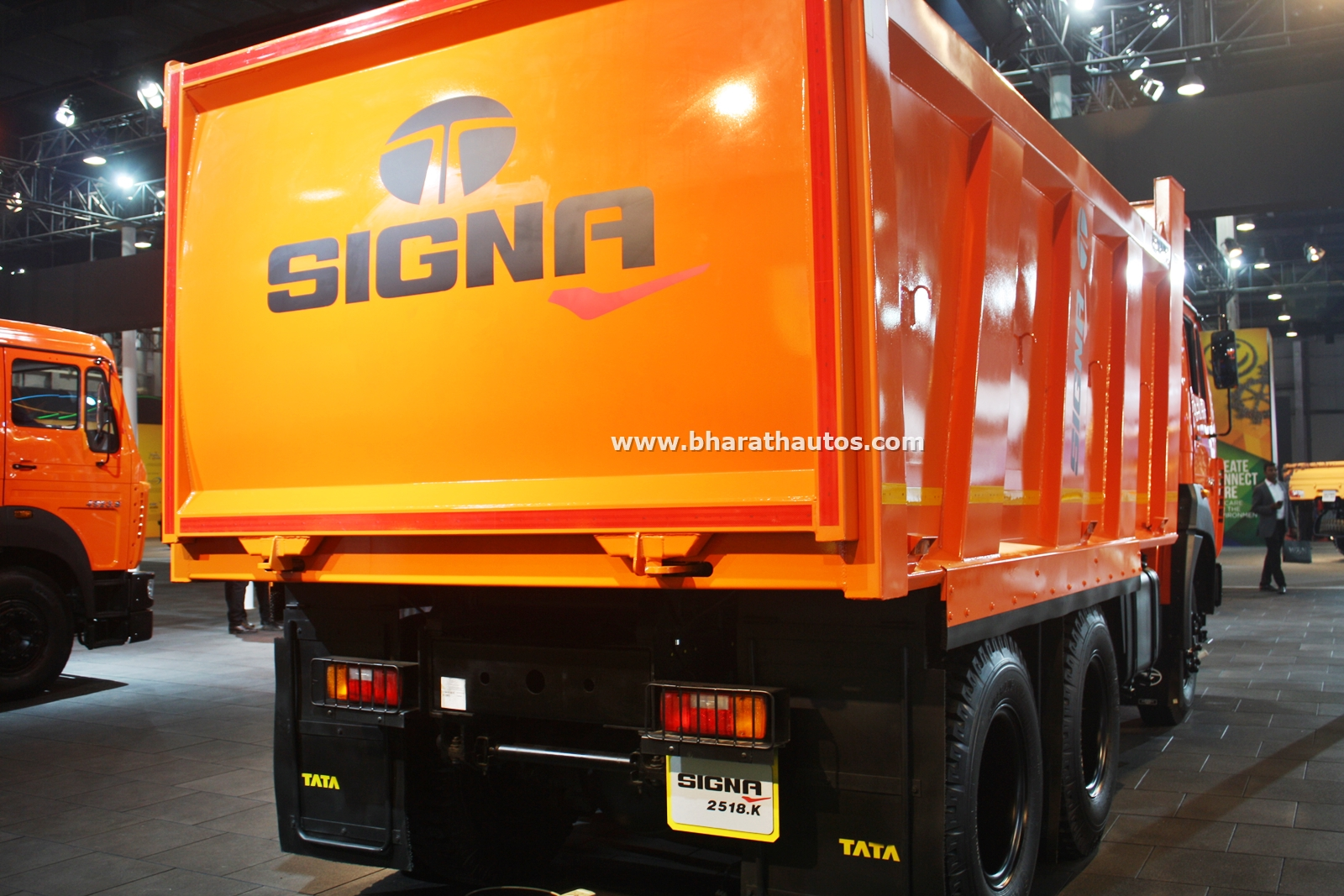 tata-signa-2518 .k-tipper-india-pictures-photos-images-snaps-2016-auto-expo-rear