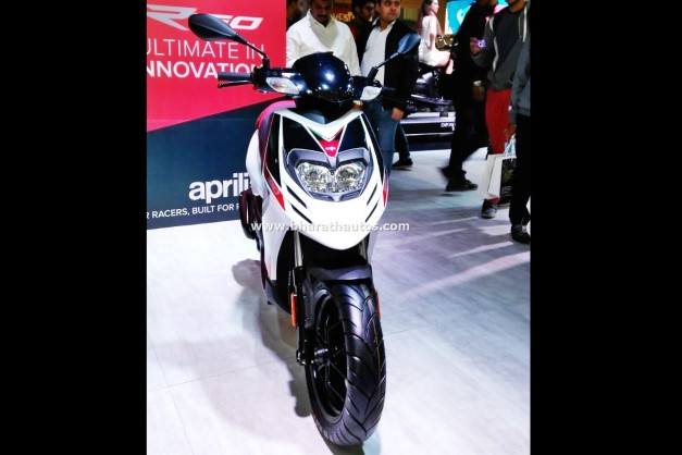 aprilia-sr-150-automatic-scooter-front-2016-auto-expo-pictures-photos-images-snaps
