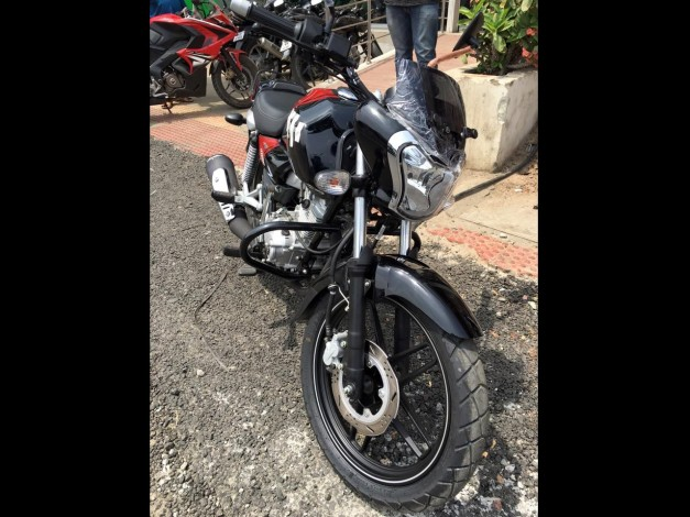 bajaj-v15-motorcycle-front-pictures-photos-images-snaps