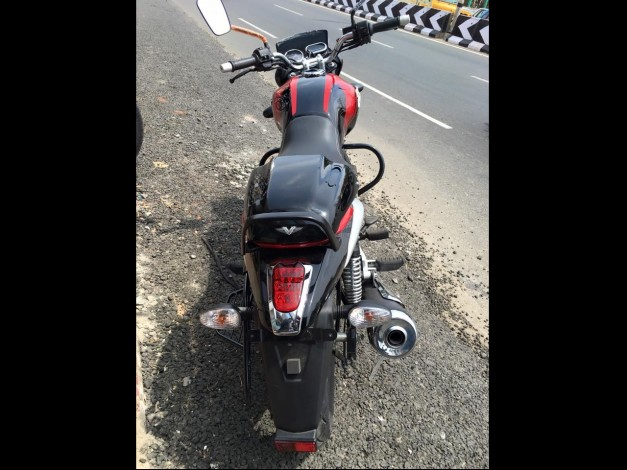 bajaj-v15-motorcycle-rear-pictures-photos-images-snaps