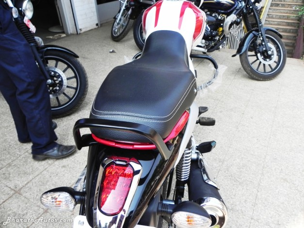 bajaj-v15-the-invincible-elongated-seats-pictures-photos-images-snaps