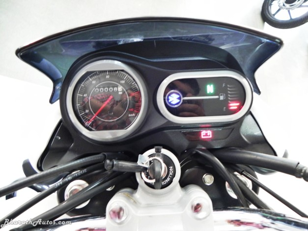 bajaj-v15-the-invincible-pictures-photos-images-snaps-analog-digital-speedometer