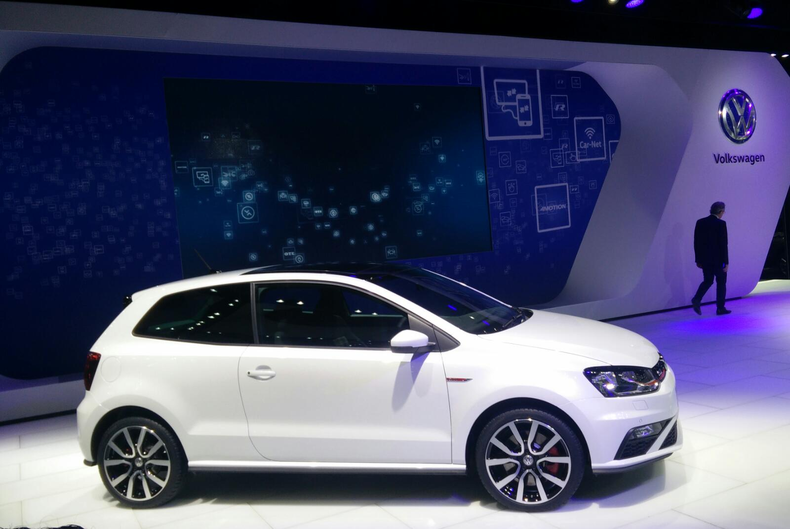 volkswagen polo gti unveiled at 2016 auto expo detailed. Black Bedroom Furniture Sets. Home Design Ideas