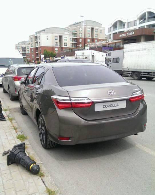 2016-toyota-corolla-facelift-back-rear-spied-pictures-photos-images-snaps
