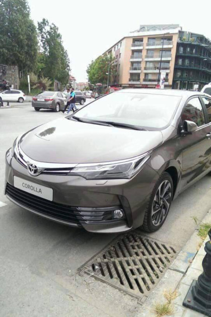 2016-toyota-corolla-facelift-front-spied-pictures-photos-images-snaps