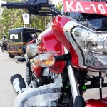 bajaj-v15-cocktail-wine-red-colour-headlamp-pictures-photos-images-snaps