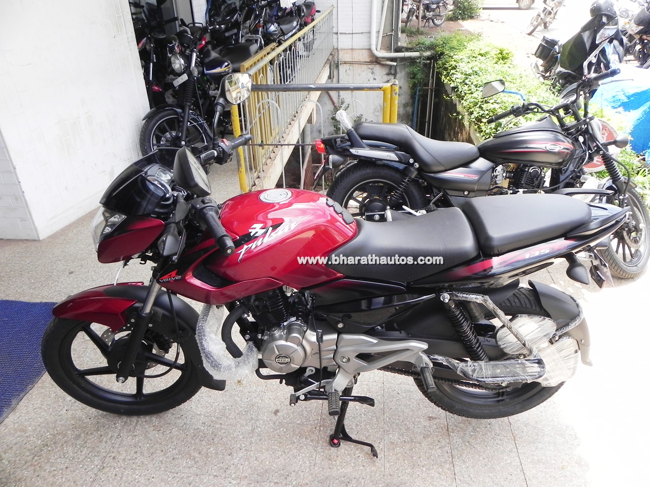 Bajaj pulsar 135 ls cocktail wine red colour body decals