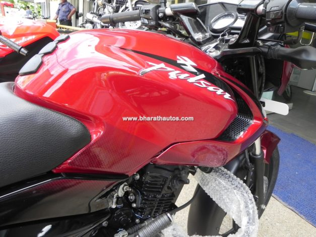 bajaj-pulsar-135-ls-cocktail-wine-red-paint-shade-fuel-tank-pictures-photos-images-snaps