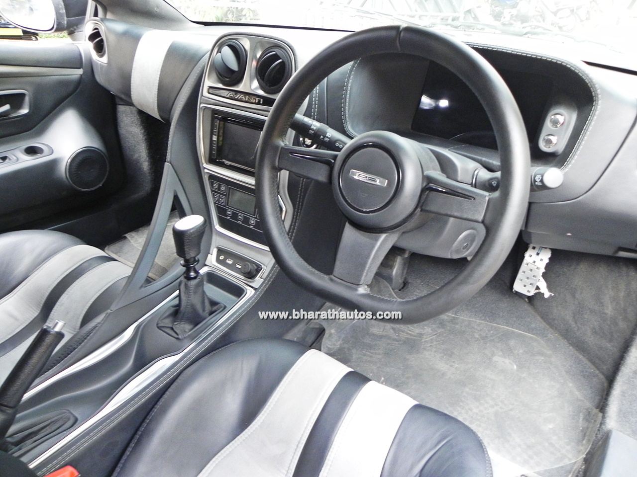 dc avanti shiny glossy black dashboard design bharathautos automobile news updates. Black Bedroom Furniture Sets. Home Design Ideas