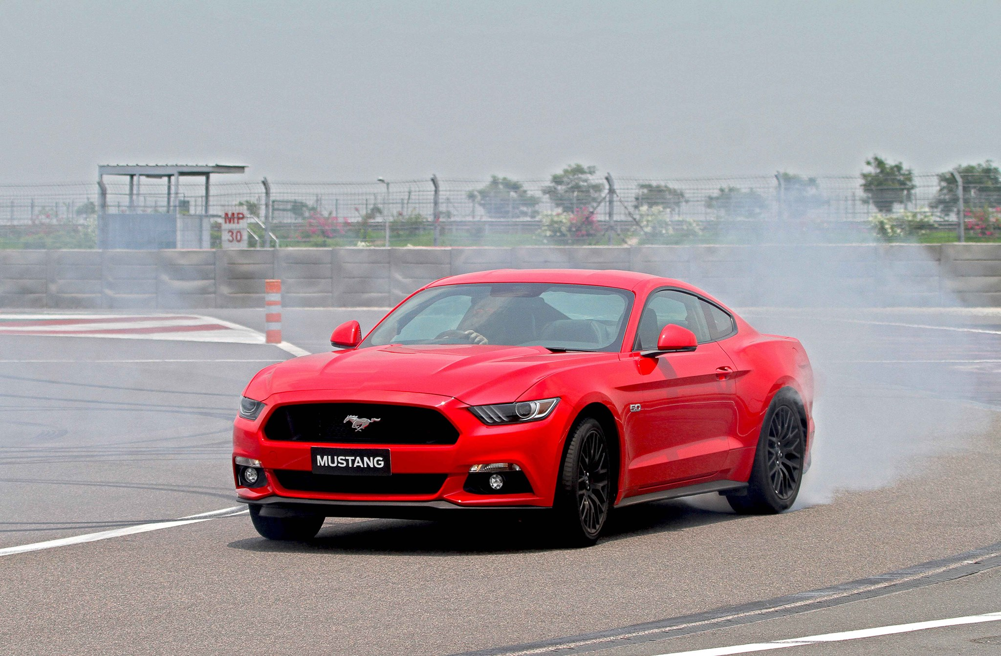 Ford mustang gt india front pictures images photos snaps video