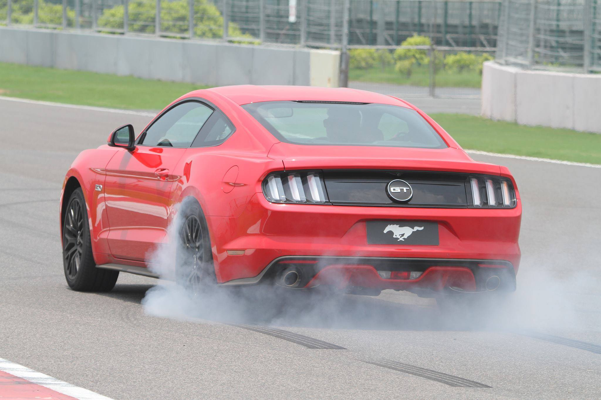 Ford Mustang Gt Makes Its Official Debut In India 5 0l V8 401hp