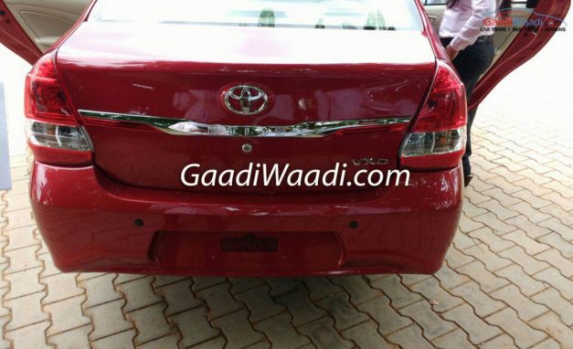 2016-toyota-etios-sedan-facelift-rear-back-india-pictures-photos-images-snaps